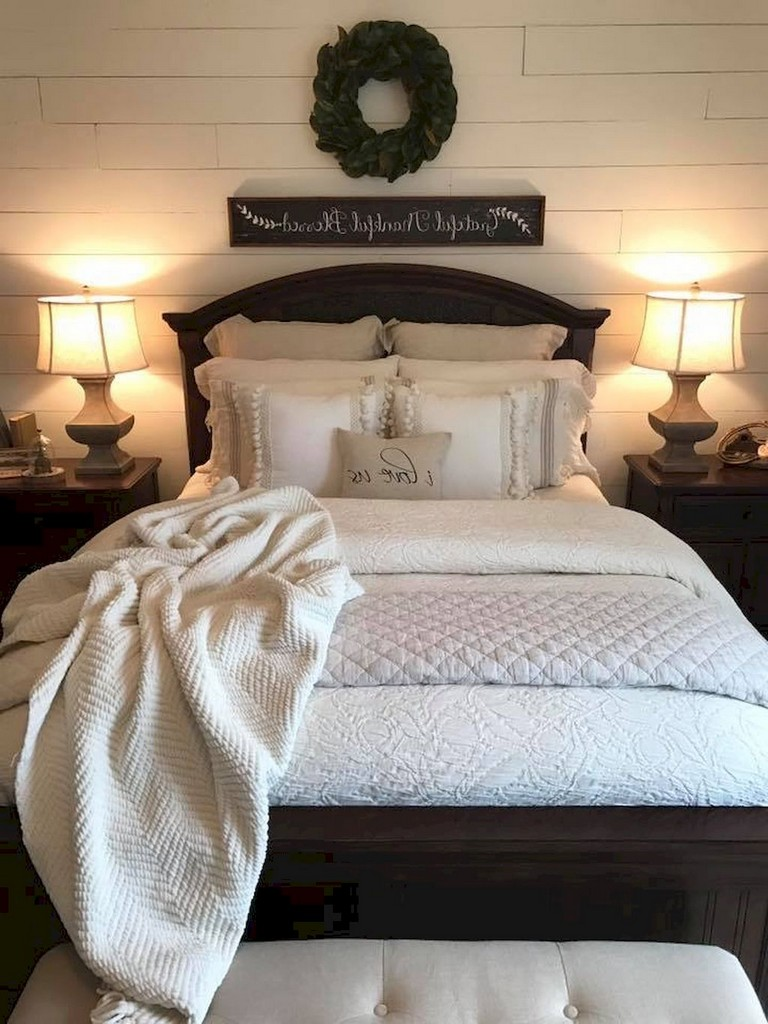 35 good urban farmhouse master bedroom makeover ideas